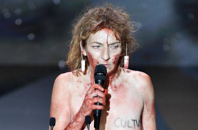 """Corinne Masiero, nue sur la scène des César, persiste et signe : """"Je m'en  fous"""""""