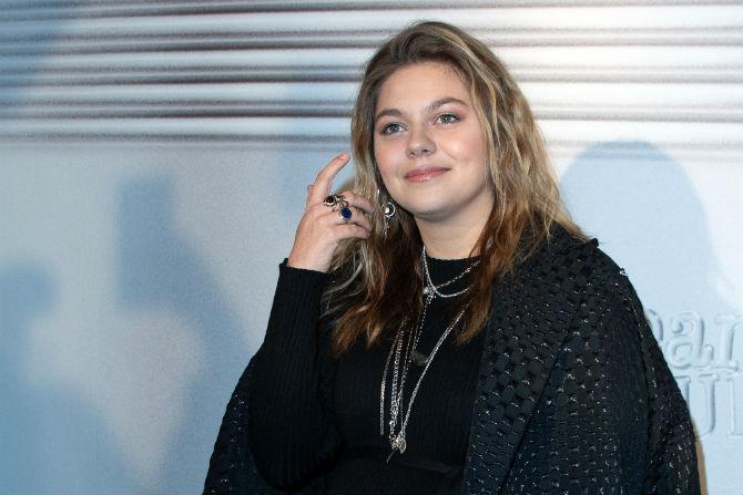 Louane La Jeune Chanteuse Fait De Rares Revelations Sur Ses Parents Disparus